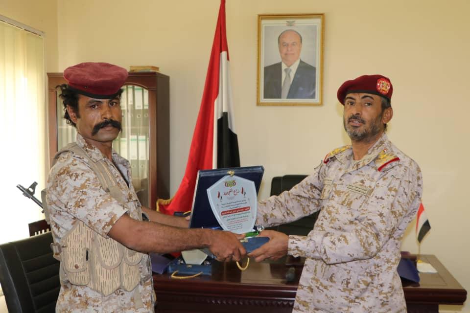 رئيس هيئة الأركان يُكرم عدداً من أبطال القوات المسلحة