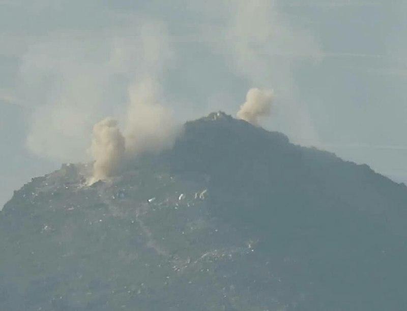 مدفعية الجيش وطيران التحالف يدكان تحصينات وتجمعات المليشيا غربي مأرب